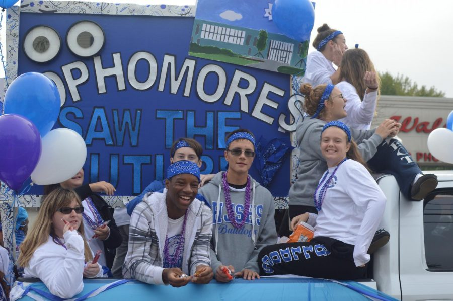 Sophomores Amanda Doherty, Alijaah Paul, Niall Horan, Aaron Cohen, and Madeline Connor smile proudly at their float.
