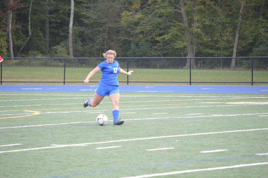 Maddy Connor takes a free kick.