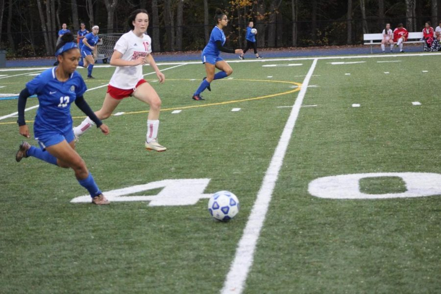 Dalice Rodriguez runs with the ball.