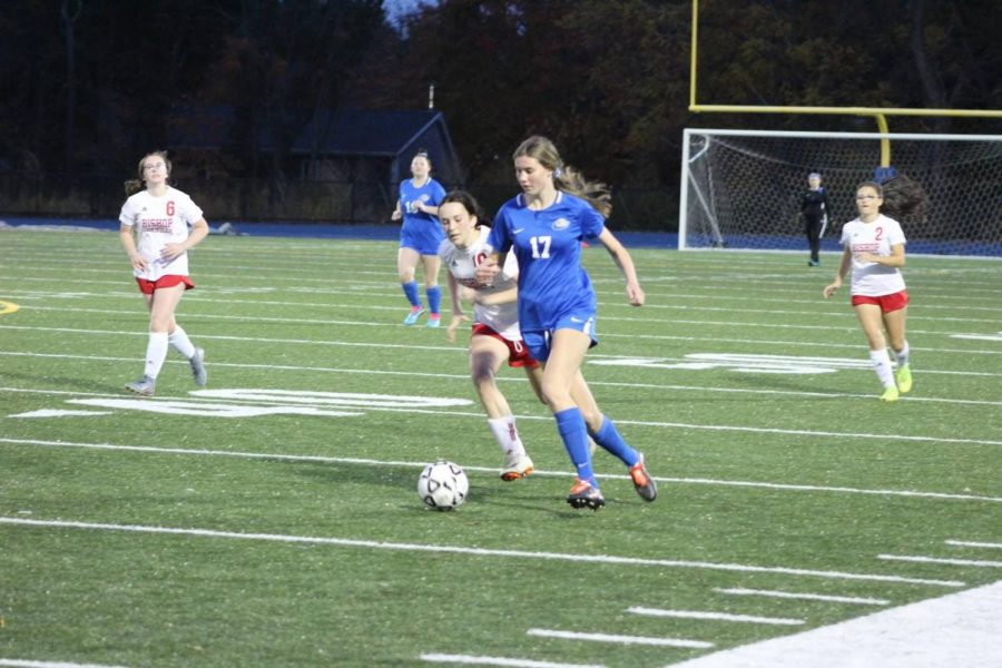 Emily Cochran runs the ball down the field.