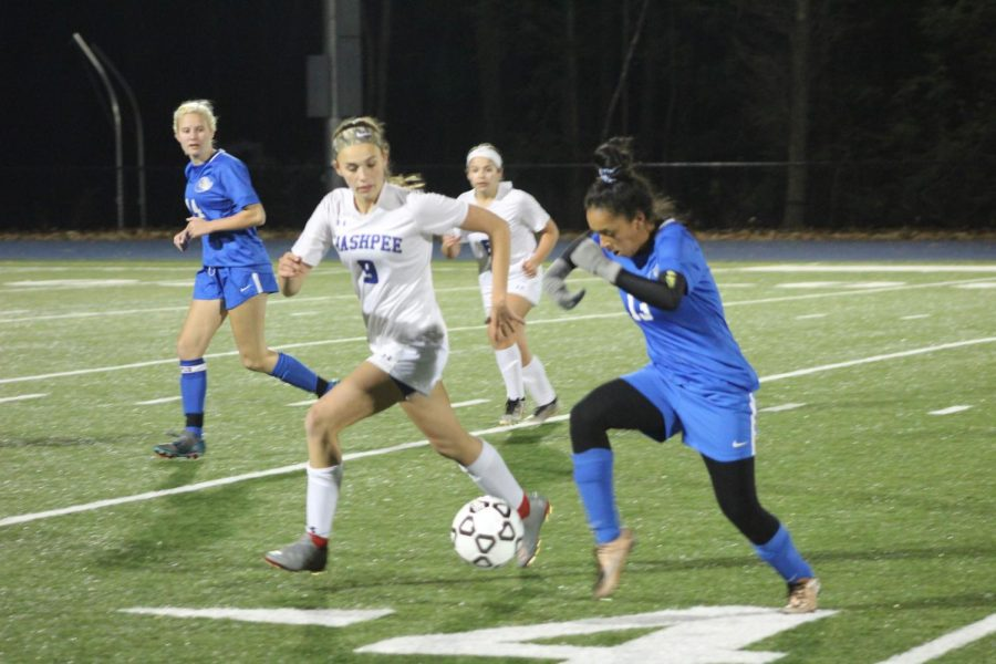 Dalice Rodriguez dribbles ball past opponents.
