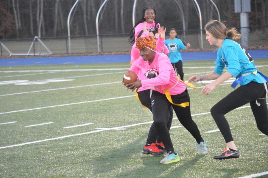 Melanda Alcuis runs with the ball.