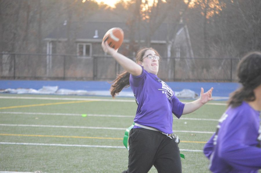 Mary Walker throws the ball.